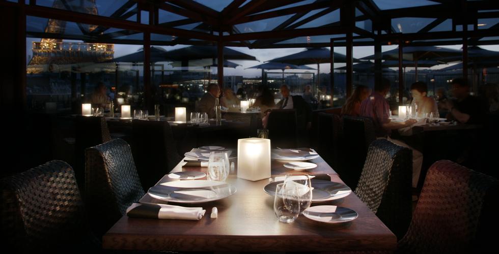 NEOZ_Ice_Square_100_Cordless_Lamp_-_Les_Ombres_Restaurant_,_Quai_Branly_Museum_Paris_03_(Photo_by_Jackie_Chan)_4dc253943f51c